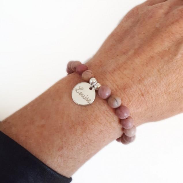 Bracelet personnalisé femme en perles - médaille ronde en argent gravée