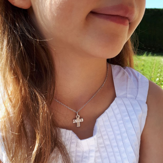 Collier personnalisé pendentif croix argent gravée