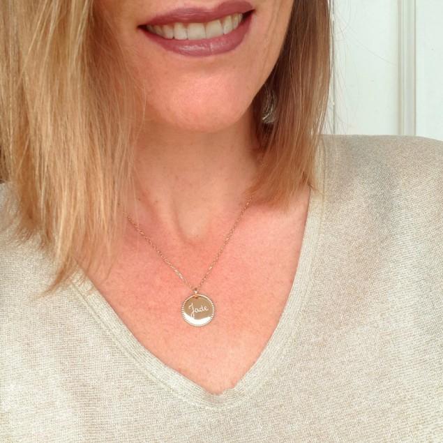 Collier personnalisé plaqué or - Médaille perlée à graver