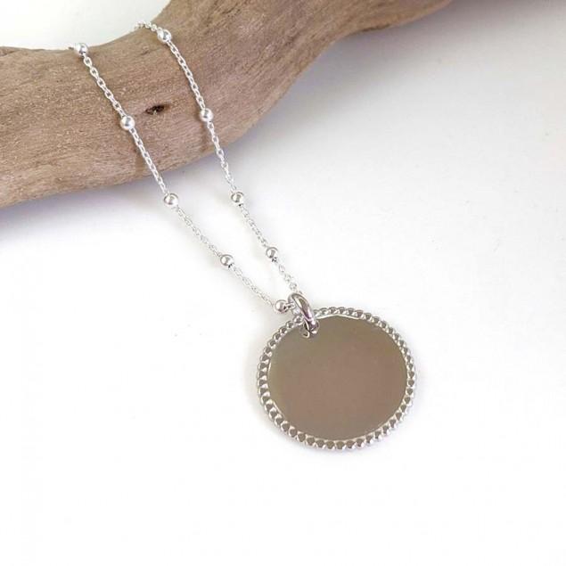 Collier chaîne boule médaille perlée gravée