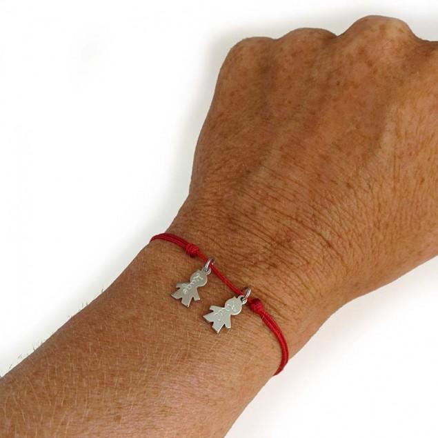 Bracelet cordon personnalisé avec 1 à 4 mini pendentifs en argent en forme de garçon ou fille à graver d'un prénom